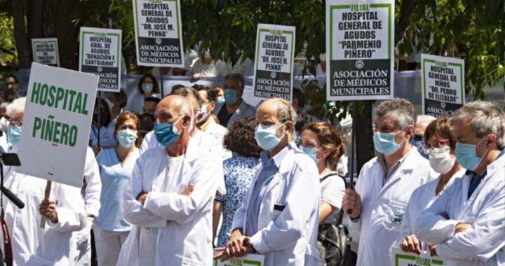 MEDICOS EN SU DIA SIN FESTEJO Y CON PROTESTAS